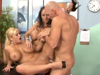Menage a trois con Johnny Sins